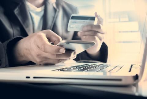 クレジットカードの利用限度額とは?限度額を上げる方法と注意点